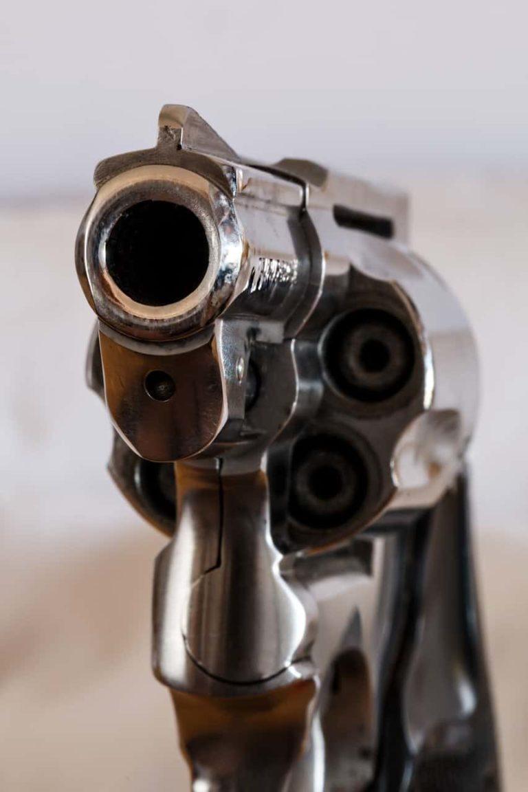 איום באקדח